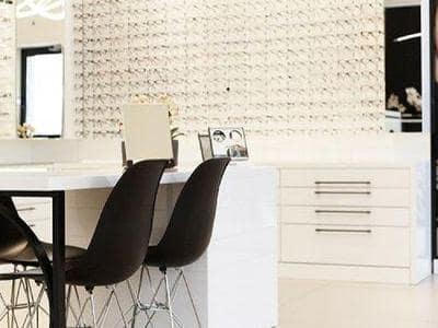 wybór okularów w salonie